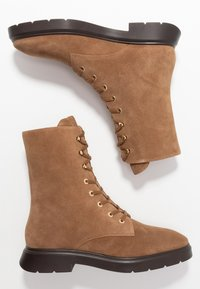 Stuart Weitzman - MCKENZEE - Lace-up ankle boots - coffee - 3