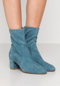 Stuart Weitzman - YULIANA - Classic ankle boots - cerulean - 0