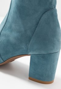 Stuart Weitzman - YULIANA - Classic ankle boots - cerulean - 2