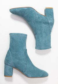 Stuart Weitzman - YULIANA - Classic ankle boots - cerulean - 3