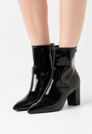 LINARIA  - Kotníkové boty - black