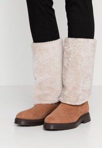 Stuart Weitzman - LUIZA CHILL - Stivali da neve  - cappuccino/natural - 0