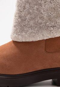 Stuart Weitzman - LUIZA CHILL - Stivali da neve  - cappuccino/natural - 2