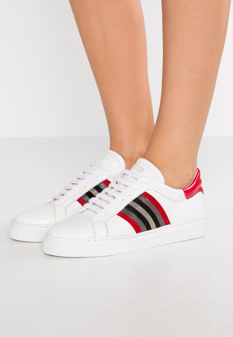 Steffen Schraut - Sneakers - white/red