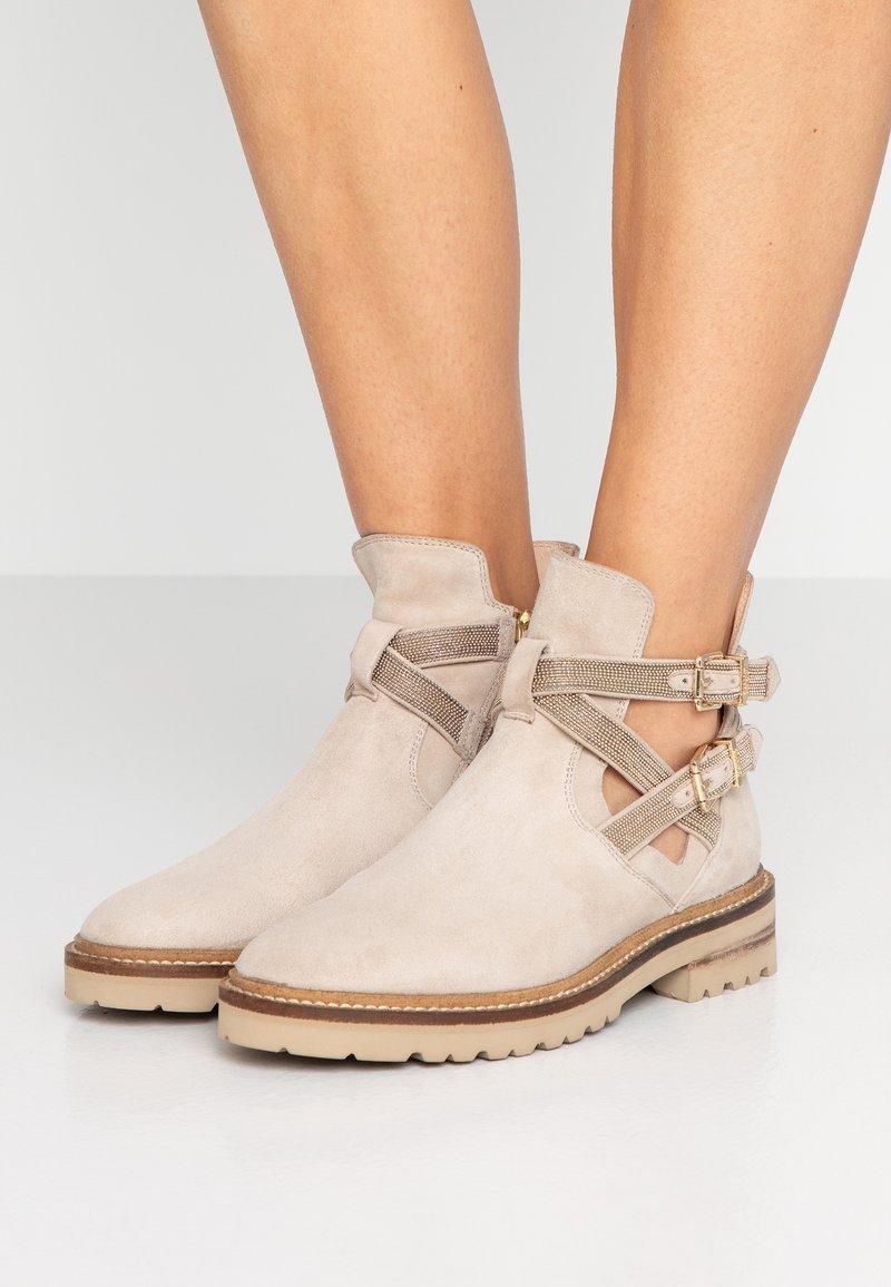 Steffen Schraut - Classic ankle boots - beige