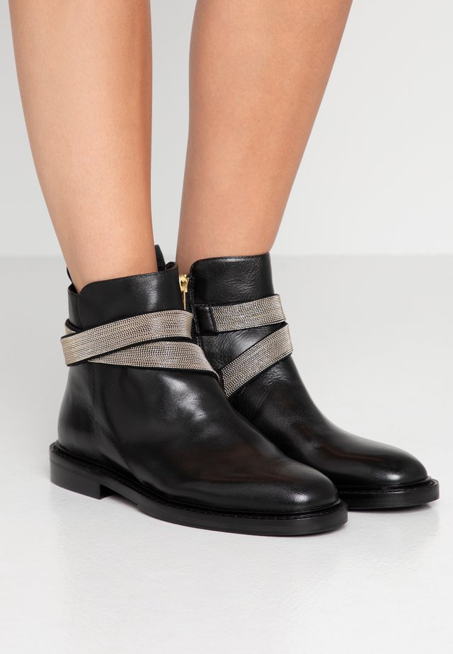 STREET - Kovbojské/motorkářské boty - black/gold