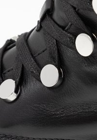 Steffen Schraut - HILL STREET - Kotníkové boty na platformě - black - 2