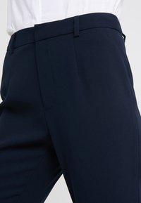 Steffen Schraut - CHARLENE ESSENTIAL PANTS - Kalhoty - navy - 4