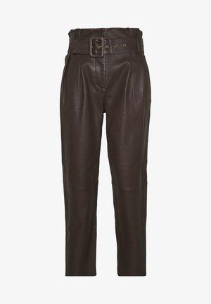 MANHATTAN LUXURY  PANTS - Pantaloni di pelle - coffee
