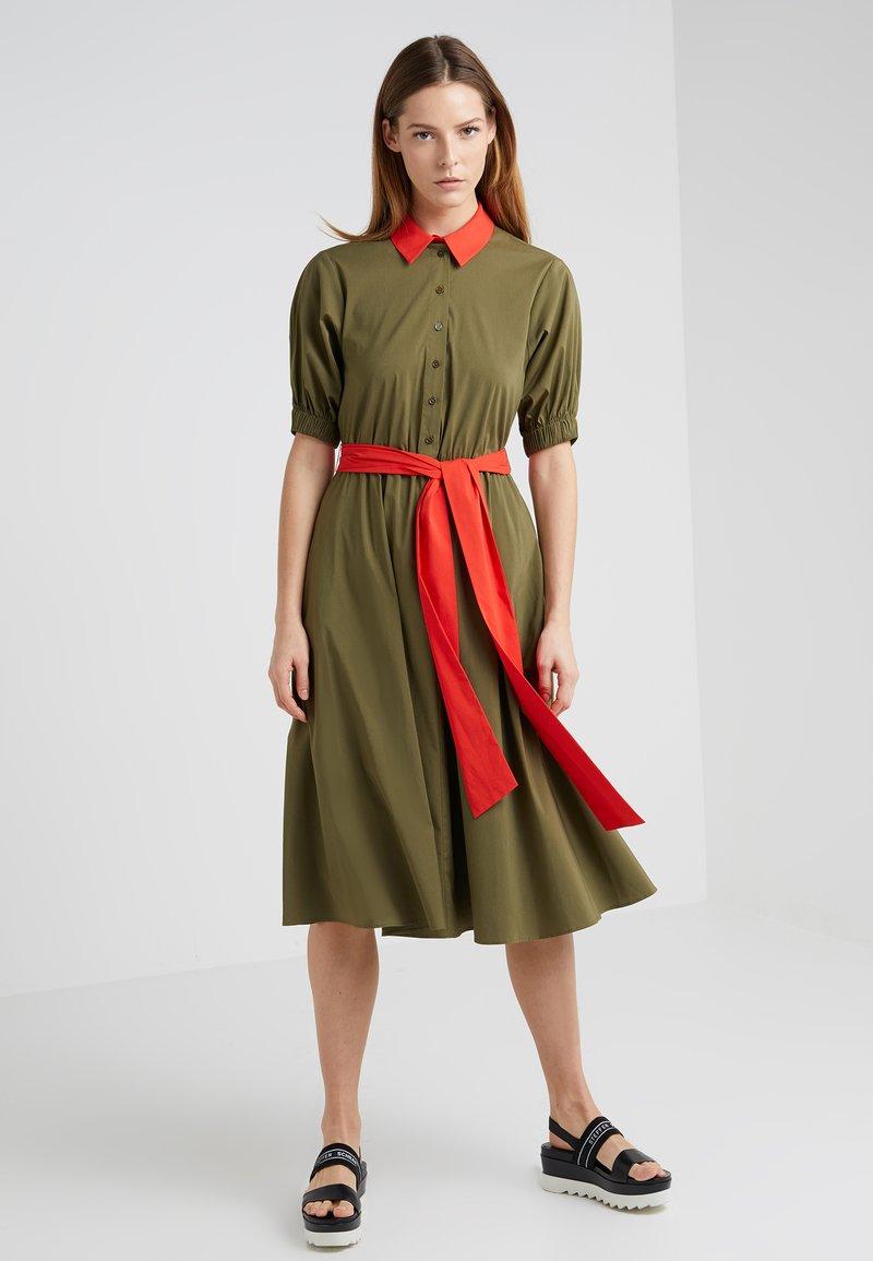 Steffen Schraut - VICTORIA FASHION DRESS - Košilové šaty - green/red