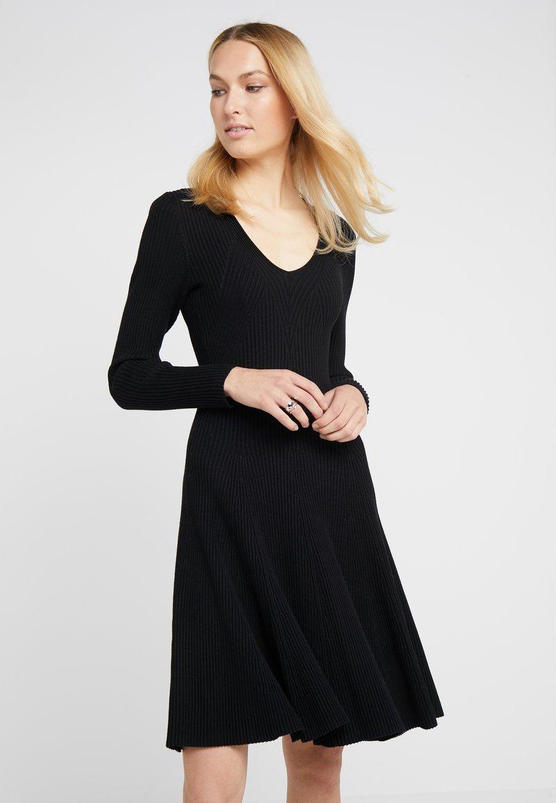Steffen Schraut - DRESS SPECIAL - Pletené šaty - black