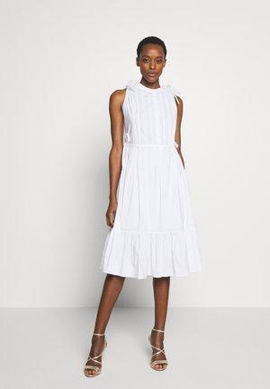 EXCLUSIVE SLEEVELESS BLOUSE DRESS - Kjole - white