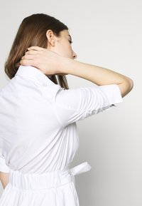 Steffen Schraut - BRENDAS SUMMER DRESS - Košilové šaty - white - 3