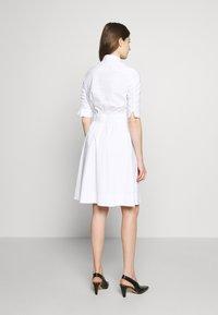 Steffen Schraut - BRENDAS SUMMER DRESS - Košilové šaty - white - 2