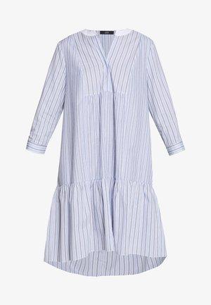 BABE FANCY PATCH DRESS - Denní šaty - light-blue denim