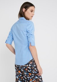 Steffen Schraut - CYNTHIA ESSENTIAL FASHION  - Button-down blouse - fresh blue - 2