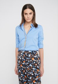 Steffen Schraut - CYNTHIA ESSENTIAL FASHION  - Button-down blouse - fresh blue - 0