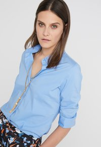 Steffen Schraut - CYNTHIA ESSENTIAL FASHION  - Button-down blouse - fresh blue - 3