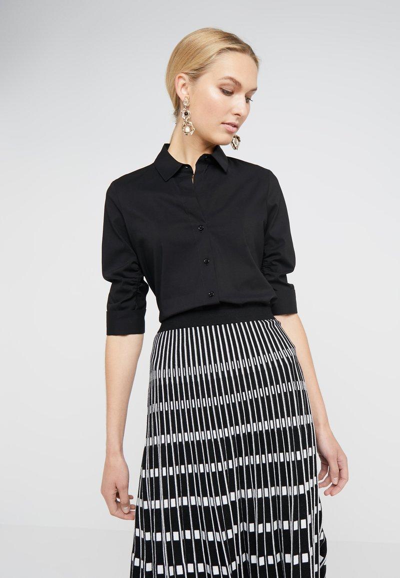 Steffen Schraut - CYNTHIA ESSENTIAL FASHION  - Button-down blouse - black