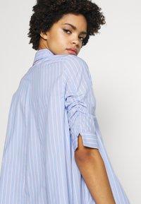 Steffen Schraut - BENITA FASHIONABLE BLOUSE - Camisa - light blue/pink - 5