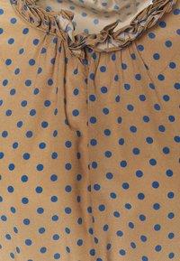 Steffen Schraut - CELIA LUXURY BLOUSE - Camicetta - brown - 2