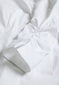 Steffen Schraut - THE ESSENTIAL BLOUSE - Camicia - white - 2