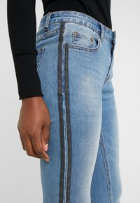 Steffen Schraut - CHERYL GLAM STRIPE PANTS - Jeans Slim Fit - cool denim - 3