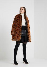 Steffen Schraut - LUXURY FASHIONISTA COAT - Winter coat - camel - 1