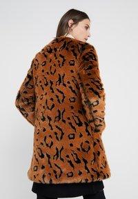 Steffen Schraut - LUXURY FASHIONISTA COAT - Winter coat - camel - 2