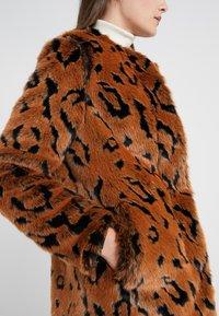 Steffen Schraut - LUXURY FASHIONISTA COAT - Winter coat - camel - 5