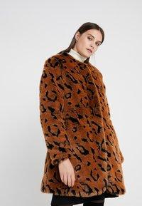 Steffen Schraut - LUXURY FASHIONISTA COAT - Winter coat - camel - 0