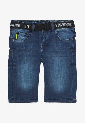 BERMUDAS  GÜRTEL TEENAGER - Short en jean - mid blue denim