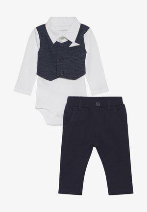BODY MIT WESTE SET - Pantalon classique - dark blue/white