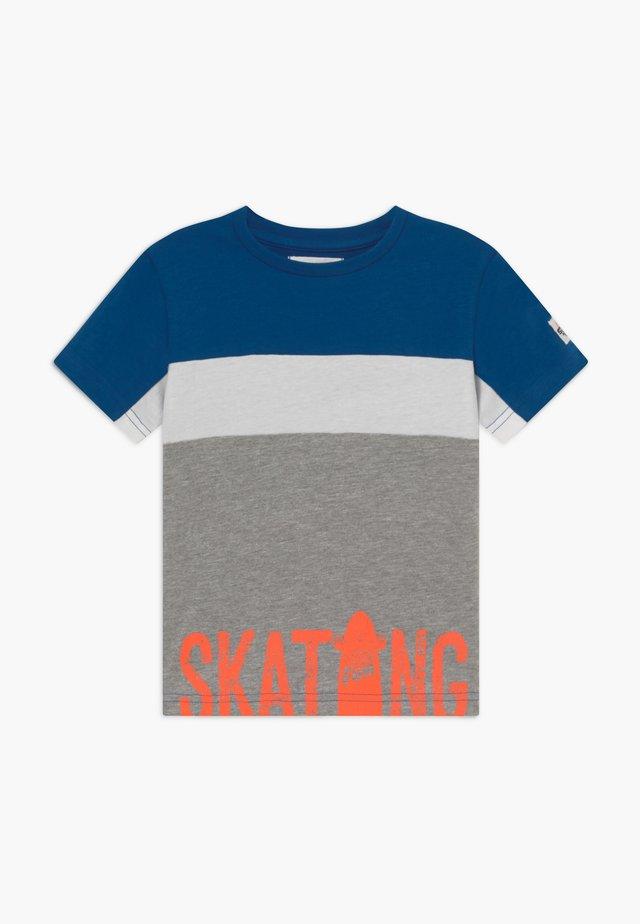 KID - Print T-shirt - blue/grey/orange