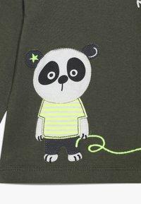 Staccato - 2 PACK - Print T-shirt - khaki/offwhite - 4
