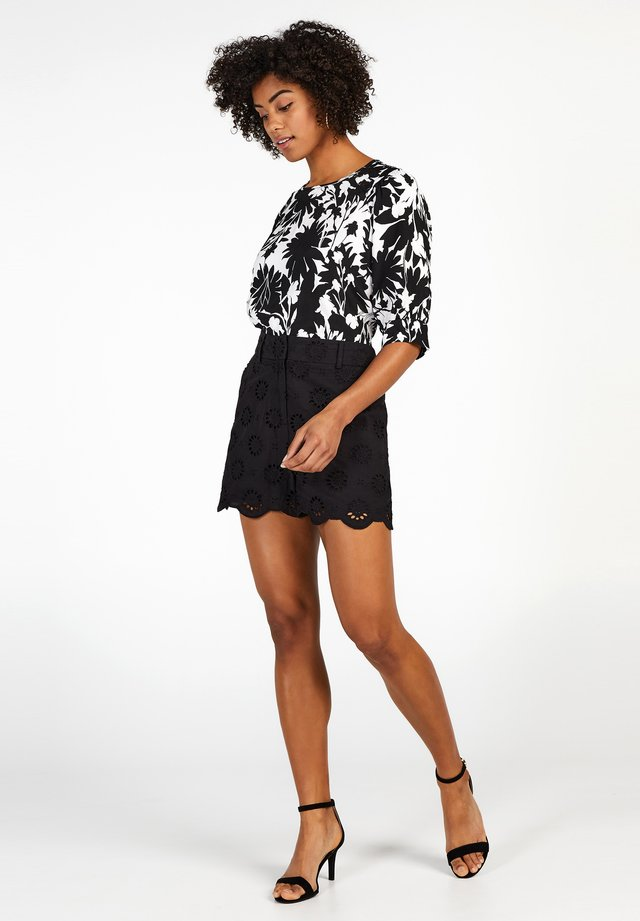 COLLECTION - Shorts - black