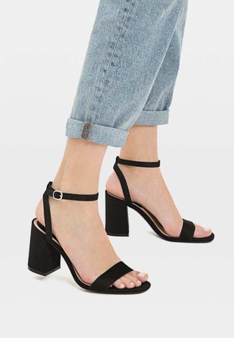 Stradivarius - Korolliset sandaalit - black