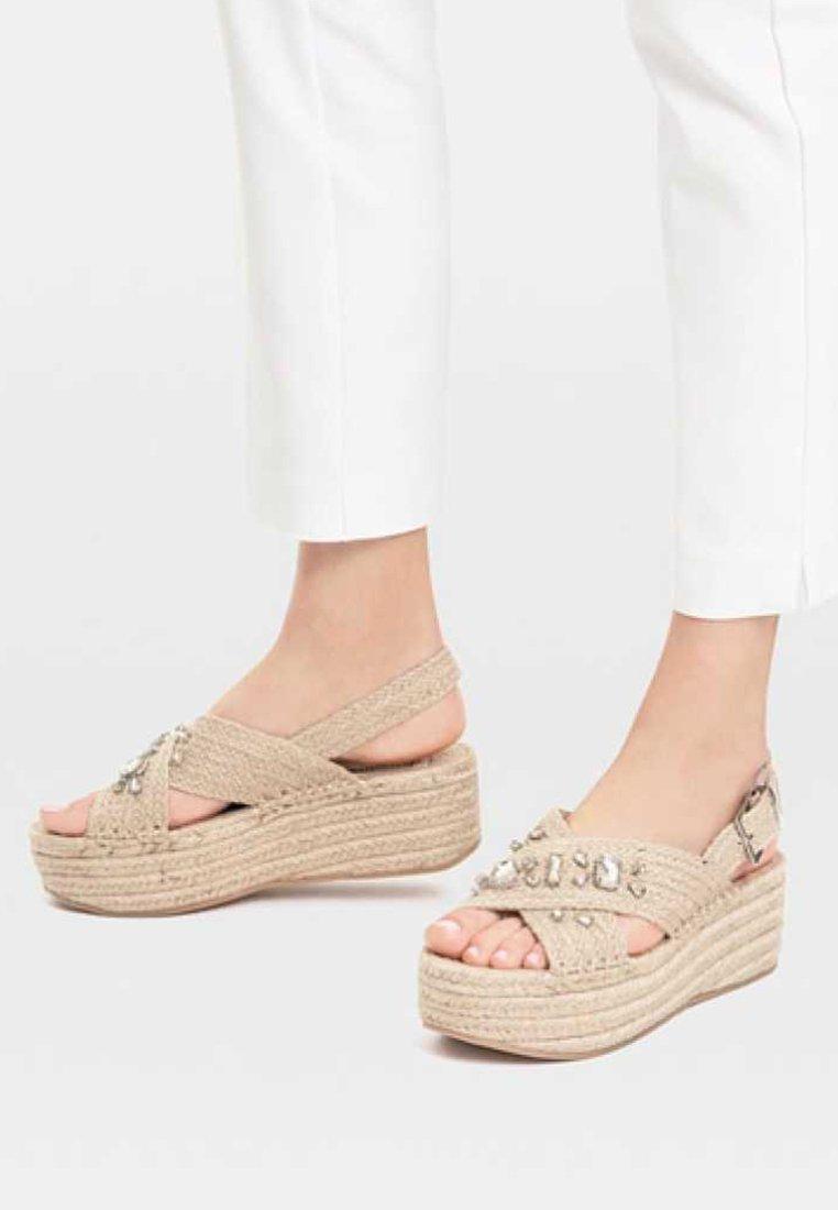 Stradivarius - Wedge sandals - beige