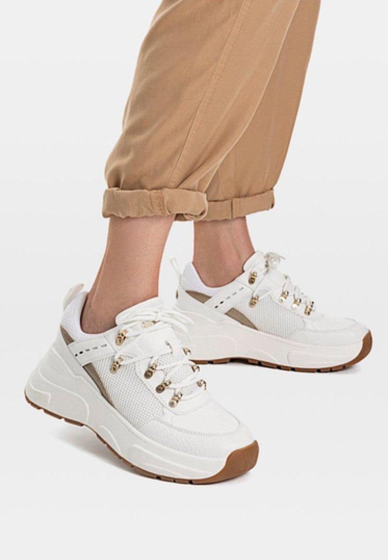 Stradivarius - Sneakers - white