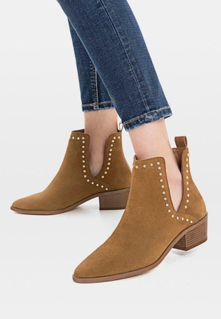 Stradivarius - Cowboy/biker ankle boot - brown