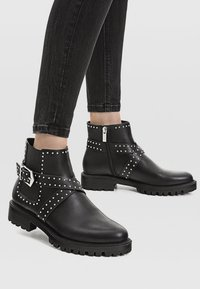 Stradivarius - Bottines - black - 0