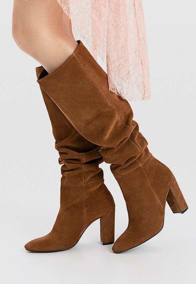 Højhælede støvler - brown