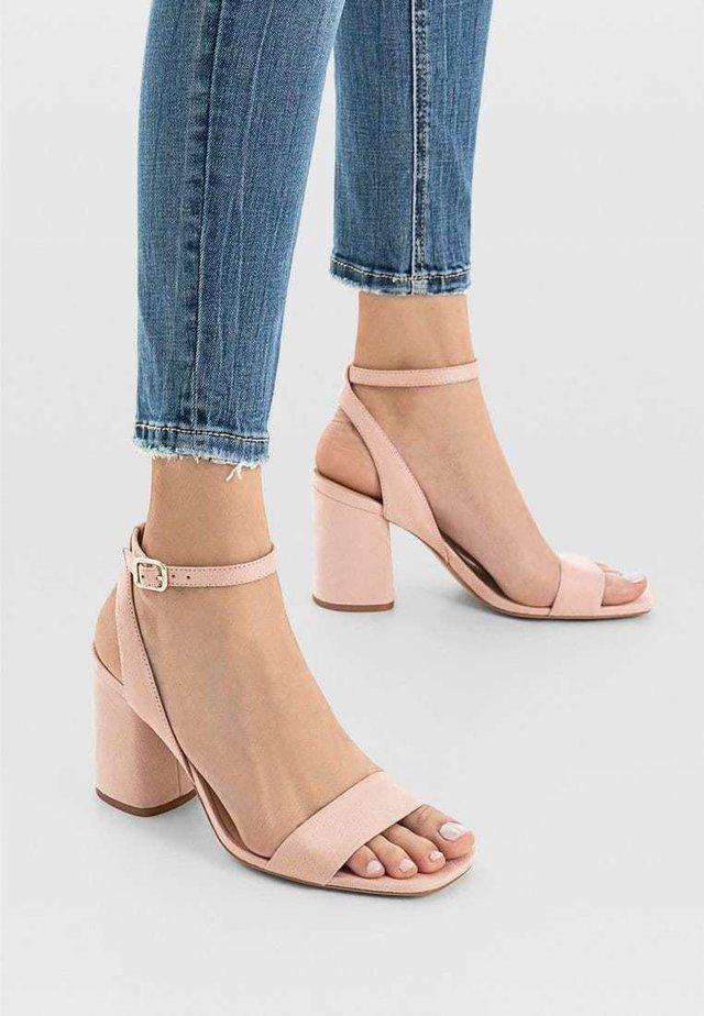 Højhælede sandaletter / Højhælede sandaler - nude