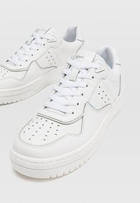 Stradivarius - MIT DETAILS  - Sneakers laag - white - 4
