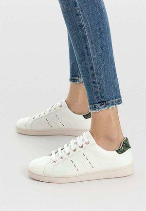 SPORTSCHUH MIT FERSENDETAIL 19007570 - Sneakers basse - white