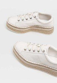 Stradivarius - Sneakers laag - white - 4