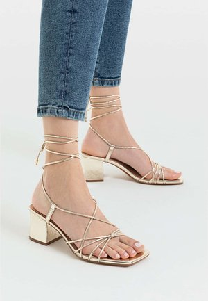 Sandali con cinturino - gold