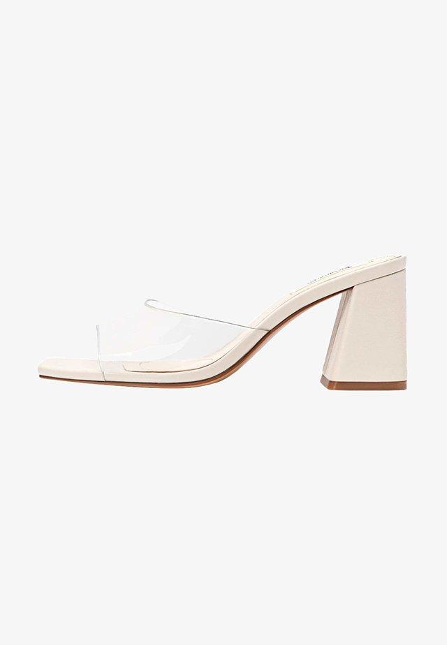 MIT ABSATZ AUS VINYL - Sandaler - beige