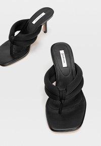 Stradivarius - Sandály s odděleným palcem - black - 4
