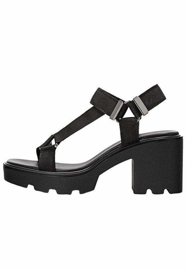MIT PROFILSOHLE - Sandales - black